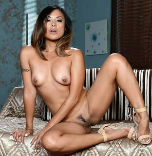 Las chicas más ricas y famosas del mundo están desnudas.